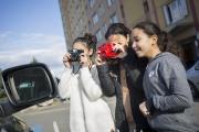 Myriam, Ilham et Nadine en prise de vue avec leurs Holga